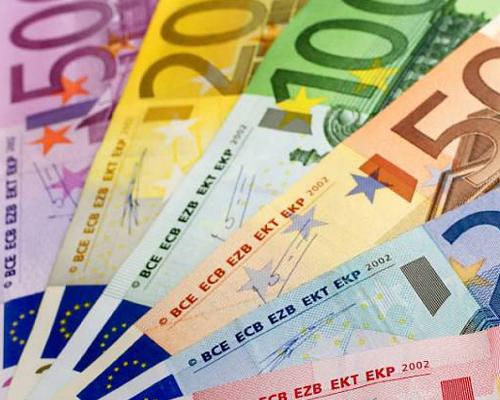Bankbiljetten uitgespreid